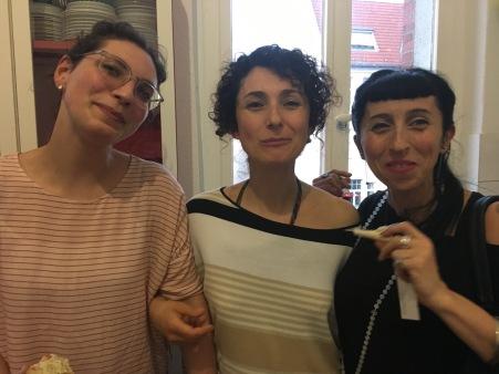 Claudia Cesa, specializzanda sistemica a Berlino, Silvia Bonapace tesoriera Salutare e.V. e Martina Altieri, mediatrice familiare AWO
